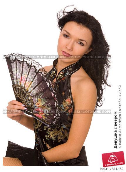 Девушка с веером, фото № 311152, снято 12 апреля 2008 г. (c) Валентин Мосичев / Фотобанк Лори