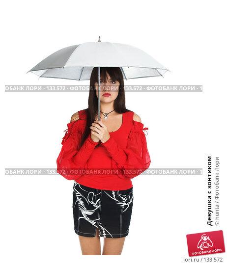 Купить «Девушка с зонтиком», фото № 133572, снято 25 октября 2007 г. (c) hunta / Фотобанк Лори