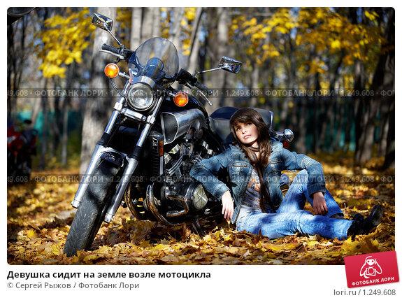фото девушки на мотоцикле в лесу