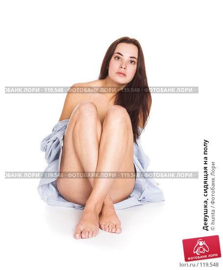 Девушка, сидящая на полу, фото № 119548, снято 28 октября 2007 г. (c) hunta / Фотобанк Лори