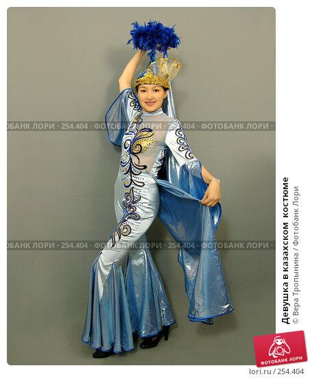 Девушка в казахском  костюме, фото № 254404, снято 29 февраля 2008 г. (c) Вера Тропынина / Фотобанк Лори