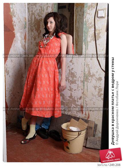 Девушка в красном платье с ведром у стены, фото № 249208, снято 27 января 2007 г. (c) Андрей Доронченко / Фотобанк Лори