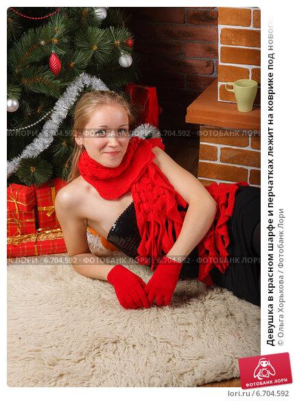 красных и перчатках колпаке фото в блондинка