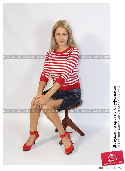 Купить «Девушка в красных туфельках», фото № 104780, снято 22 марта 2018 г. (c) Евгений Батраков / Фотобанк Лори