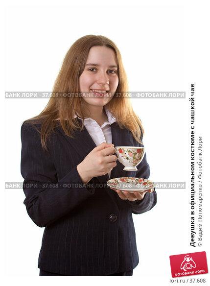 Девушка в официальном костюме с чашкой чая, фото № 37608, снято 31 марта 2007 г. (c) Вадим Пономаренко / Фотобанк Лори