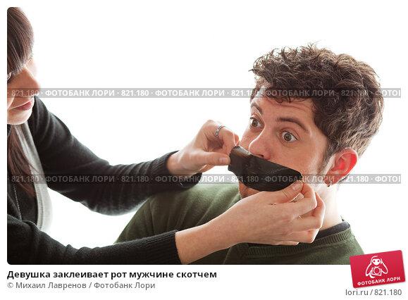 принимает в рот снято на телефон