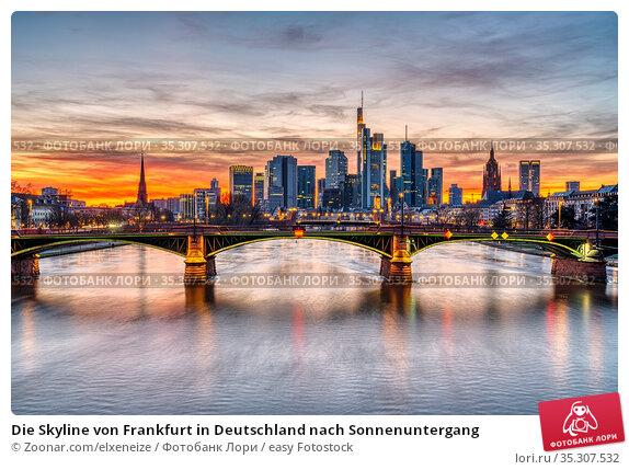 Die Skyline von Frankfurt in Deutschland nach Sonnenuntergang. Стоковое фото, фотограф Zoonar.com/elxeneize / easy Fotostock / Фотобанк Лори