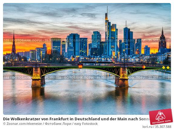 Die Wolkenkratzer von Frankfurt in Deutschland und der Main nach Sonnenuntergang... Стоковое фото, фотограф Zoonar.com/elxeneize / easy Fotostock / Фотобанк Лори