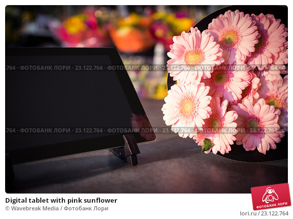 Купить «Digital tablet with pink sunflower», фото № 23122764, снято 17 апреля 2016 г. (c) Wavebreak Media / Фотобанк Лори