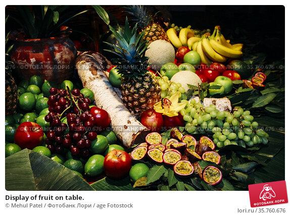 Display of fruit on table. Стоковое фото, фотограф Mehul Patel / age Fotostock / Фотобанк Лори