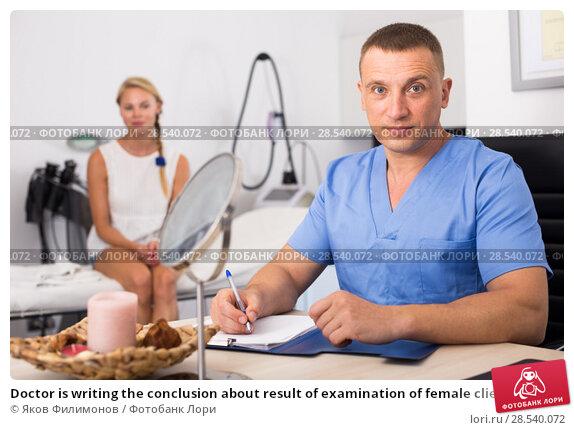 Купить «Doctor is writing the conclusion about result of examination of female client», фото № 28540072, снято 7 августа 2017 г. (c) Яков Филимонов / Фотобанк Лори