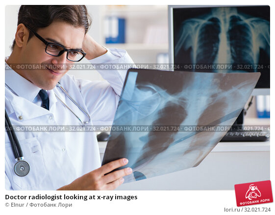 Doctor radiologist looking at x-ray images. Стоковое фото, фотограф Elnur / Фотобанк Лори