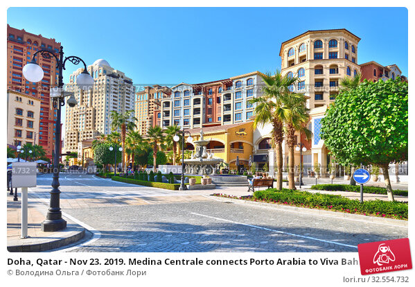 Купить «Doha, Qatar - Nov 23. 2019. Medina Centrale connects Porto Arabia to Viva Bahriya as Town Center of Pearl Qatar», фото № 32554732, снято 23 ноября 2019 г. (c) Володина Ольга / Фотобанк Лори