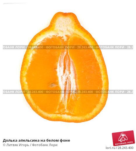 Купить «Долька апельсина на белом фоне», фото № 28243400, снято 27 февраля 2016 г. (c) Литвяк Игорь / Фотобанк Лори