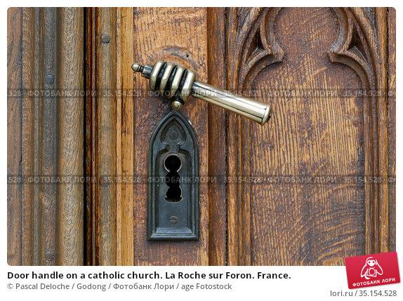 Door handle on a catholic church. La Roche sur Foron. France. Стоковое фото, фотограф Pascal Deloche / Godong / age Fotostock / Фотобанк Лори