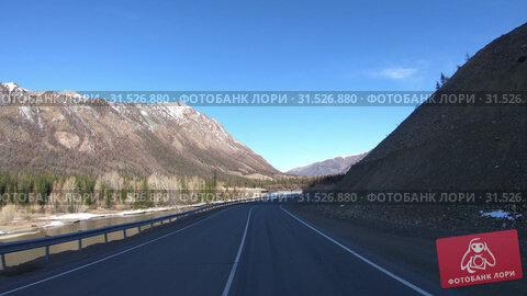 Купить «Driving along mountain asphalt road Chuysky Tract along Kurai Ridge on Altai betveen Kosh-Agach and Kurai intermountain hollows», видеоролик № 31526880, снято 6 июня 2019 г. (c) Serg Zastavkin / Фотобанк Лори