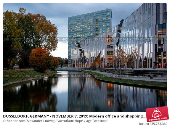 DUSSELDORF, GERMANY - NOVEMBER 7, 2019: Modern office and shopping... Стоковое фото, фотограф Zoonar.com/Alexander Ludwig / age Fotostock / Фотобанк Лори