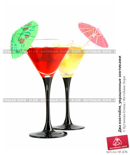 Два коктейля, украшенные зонтиками, фото № 41676, снято 25 марта 2007 г. (c) Бутинова Елена / Фотобанк Лори
