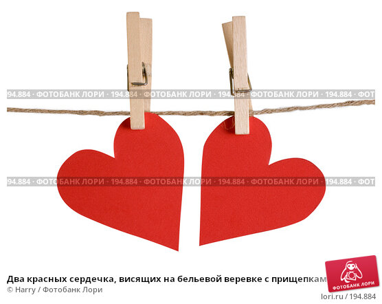 Купить «Два красных сердечка, висящих на бельевой веревке с прищепками», фото № 194884, снято 9 января 2008 г. (c) Harry / Фотобанк Лори