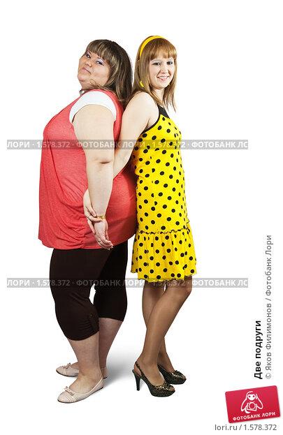Две жирные девушки подруги, через дырку в туалете смотреть онлайн