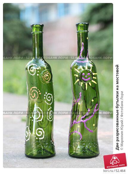 Две разрисованные бутылки на мостовой, фото № 52464, снято 12 июня 2007 г. (c) Марюнин Юрий / Фотобанк Лори
