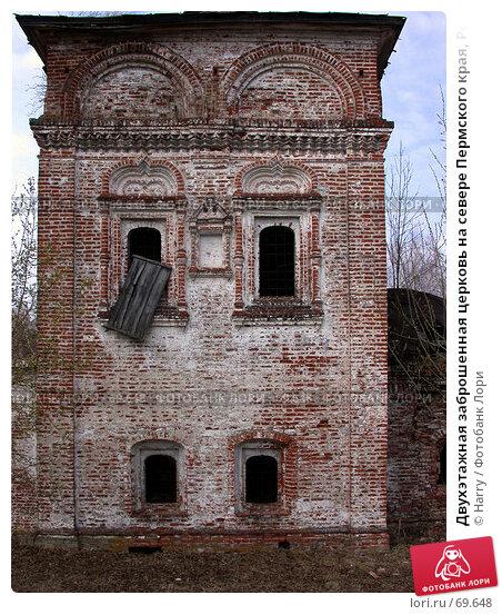 Двухэтажная заброшенная церковь на севере Пермского края, Россия, фото № 69648, снято 1 мая 2003 г. (c) Harry / Фотобанк Лори