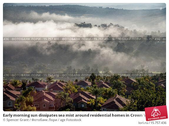 Купить «Early morning sun dissipates sea mist around residential homes in Crown Valley in coastal Laguna Niguel, CA.», фото № 15757436, снято 22 октября 2014 г. (c) age Fotostock / Фотобанк Лори