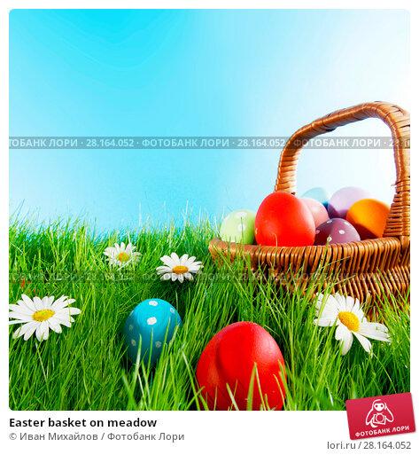 Купить «Easter basket on meadow», фото № 28164052, снято 2 апреля 2014 г. (c) Иван Михайлов / Фотобанк Лори