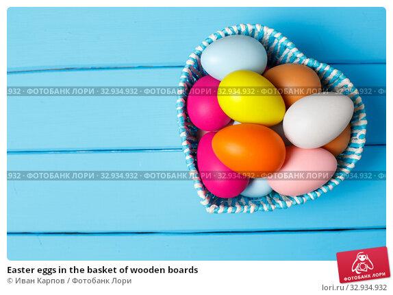 Купить «Easter eggs in the basket of wooden boards», фото № 32934932, снято 24 февраля 2018 г. (c) Иван Карпов / Фотобанк Лори