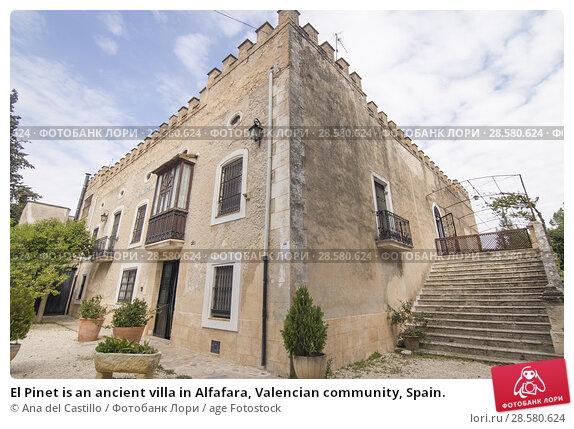 Купить «El Pinet is an ancient villa in Alfafara, Valencian community, Spain.», фото № 28580624, снято 20 мая 2018 г. (c) age Fotostock / Фотобанк Лори