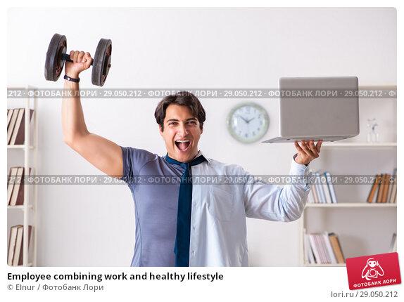 Купить «Employee combining work and healthy lifestyle», фото № 29050212, снято 4 июля 2018 г. (c) Elnur / Фотобанк Лори