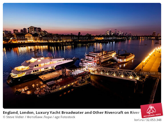 England, London, Luxury Yacht Broadwater and Other Rivercraft on River Thames at Dawn. Стоковое фото, фотограф Steve Vidler / age Fotostock / Фотобанк Лори
