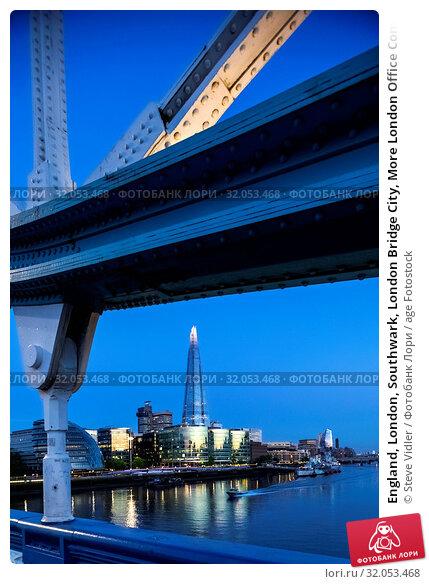 England, London, Southwark, London Bridge City, More London Office Complex and The Shard. Стоковое фото, фотограф Steve Vidler / age Fotostock / Фотобанк Лори
