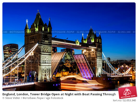 England, London, Tower Bridge Open at Night with Boat Passing Through. Стоковое фото, фотограф Steve Vidler / age Fotostock / Фотобанк Лори