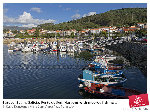 Europe, Spain, Galicia, Porto do Son, Harbour with moored fishing... Стоковое фото, фотограф Kerry Dunstone / age Fotostock / Фотобанк Лори