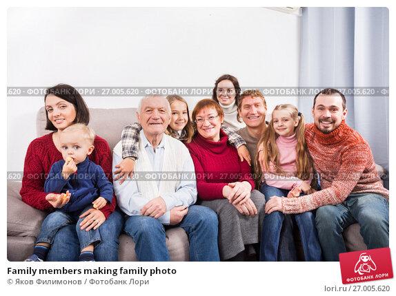 Купить «Family members making family photo», фото № 27005620, снято 17 июля 2019 г. (c) Яков Филимонов / Фотобанк Лори