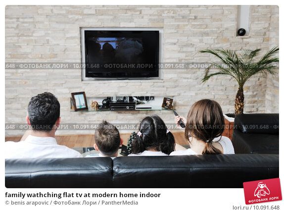 Купить «family wathching flat tv at modern home indoor», фото № 10091648, снято 14 ноября 2019 г. (c) PantherMedia / Фотобанк Лори