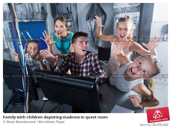 Купить «Family with children depisting madness in quest room», фото № 30676632, снято 3 августа 2017 г. (c) Яков Филимонов / Фотобанк Лори