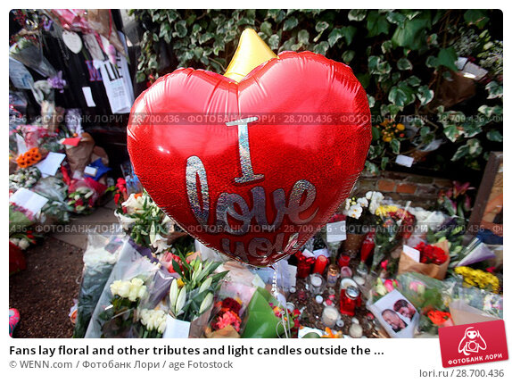 Купить «Fans lay floral and other tributes and light candles outside the home of singer George Michael in memory of the popular performer. His Range Rover has...», фото № 28700436, снято 28 декабря 2016 г. (c) age Fotostock / Фотобанк Лори