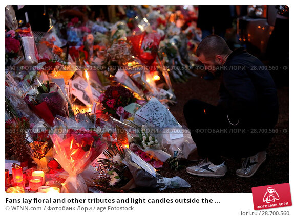 Купить «Fans lay floral and other tributes and light candles outside the home of singer George Michael in memory of the popular performer. His Range Rover has...», фото № 28700560, снято 28 декабря 2016 г. (c) age Fotostock / Фотобанк Лори