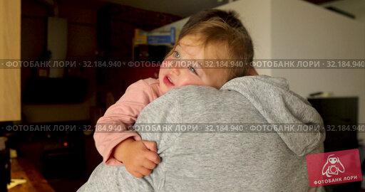 Father hugging adorable little kid. Стоковое видео, видеограф Ekaterina Demidova / Фотобанк Лори