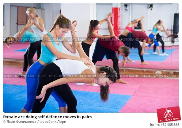 female are doing self-defence moves in pairs. Стоковое фото, фотограф Яков Филимонов / Фотобанк Лори