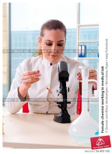 Female chemist working in medical lab. Стоковое фото, фотограф Zoonar.com/Elnur Amikishiyev / easy Fotostock / Фотобанк Лори