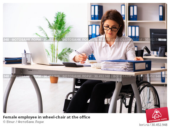 Female employee in wheel-chair at the office. Стоковое фото, фотограф Elnur / Фотобанк Лори
