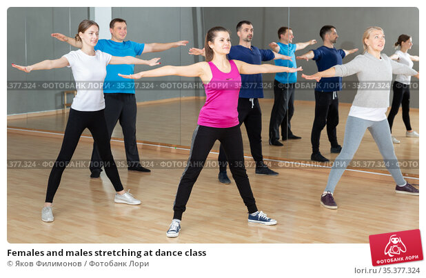 Females and males stretching at dance class. Стоковое фото, фотограф Яков Филимонов / Фотобанк Лори