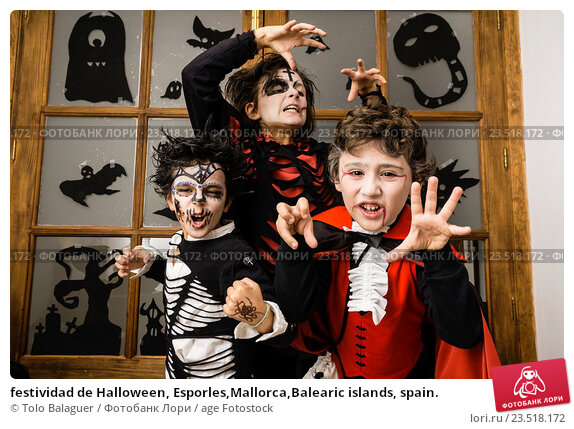 Купить «festividad de Halloween, Esporles,Mallorca,Balearic islands, spain.», фото № 23518172, снято 31 октября 2015 г. (c) age Fotostock / Фотобанк Лори