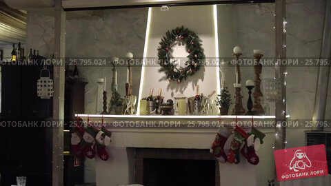Fireplace with christmas decoration, видеоролик № 25795024, снято 14 марта 2016 г. (c) Алексей Макаров / Фотобанк Лори