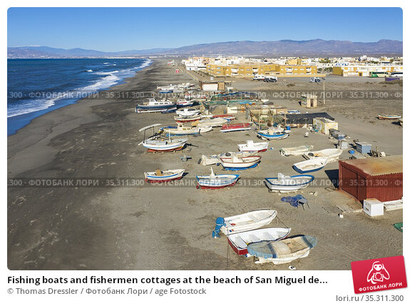 Fishing boats and fishermen cottages at the beach of San Miguel de... Стоковое фото, фотограф Thomas Dressler / age Fotostock / Фотобанк Лори