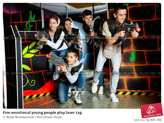 Купить «Five emotional young people play laser tag», фото № 32905788, снято 6 июля 2020 г. (c) Яков Филимонов / Фотобанк Лори