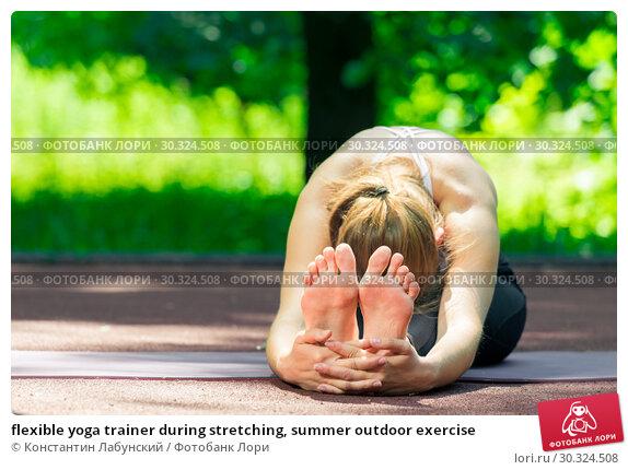 Купить «flexible yoga trainer during stretching, summer outdoor exercise», фото № 30324508, снято 12 июля 2018 г. (c) Константин Лабунский / Фотобанк Лори